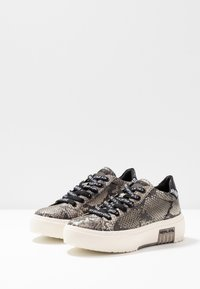 Replay - FINAL - Trainers - brown - 4