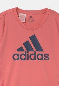 adidas Performance - UNISEX - T-shirt med print - light pink/dark blue - 2