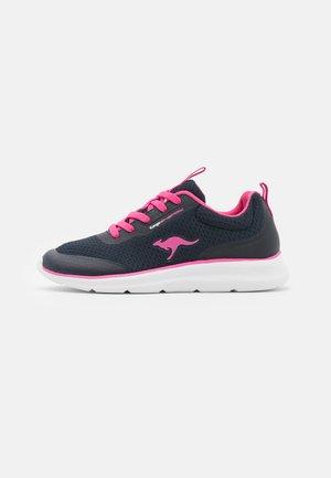 KJ-DYNA - Sneakers laag - dark navy/fandango pink