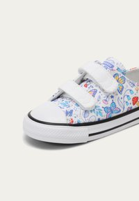 Converse - CHUCK TAYLOR ALL STAR BUTTERFLY FUN - Sneakers laag - white - 6