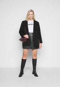 Dorothy Perkins Curve - SKIRT - Mini skirt - green - 1