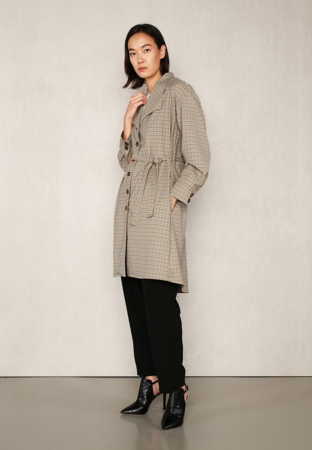 HANI  - Trenchcoat - beige checked