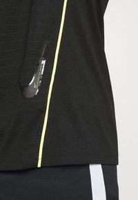 Nike Performance - DRY - Printtipaita - black/volt - 5