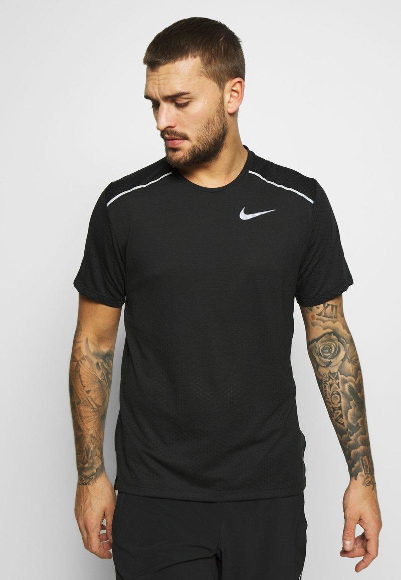 Nike Performance - BREATHE RISE  - Print T-shirt - black/reflective silver