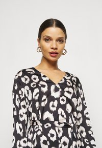 New Look Petite - MIA ANIMAL BELTED SHELL - Blouse - black - 3