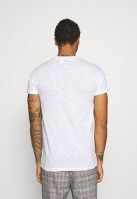 Topman - 3 PACK - Basic T-shirt - white - 2