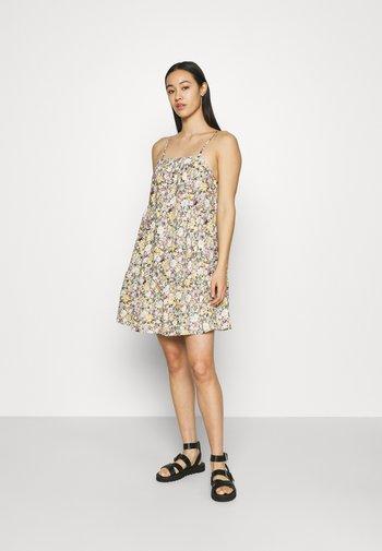 OBJJASIA SLIP DRESS - Korte jurk - sandshell