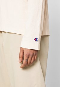 Champion Reverse Weave - HIGH NECK - Long sleeved top - beige - 5