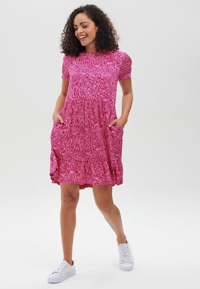 KYLIE WILD ANIMAL - Sukienka letnia - pink