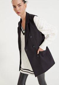 PULL&BEAR - LEICHTE - Waistcoat - mottled black - 3