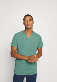 Burton Menswear London - SHORT SLEEVE V NECK 3 PACK - Basic T-shirt - navy/light grey - 1
