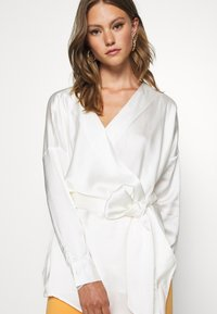Missguided - PLUNGE TIE WAIST BLOUSE - Blouse - ivory - 3