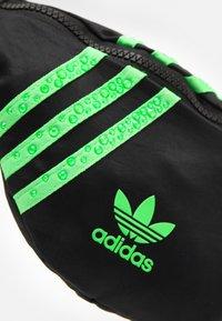 adidas Originals - WAISTBAG - Ledvinka - black - 3