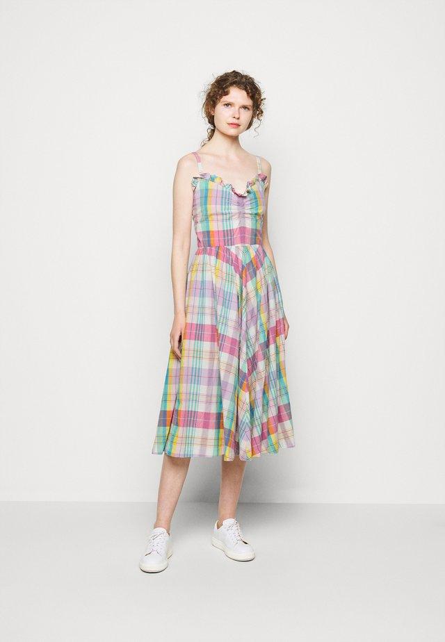 MADRAS - Korte jurk - white/pink