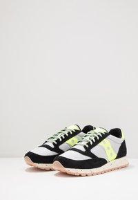 Saucony - JAZZ ORIGINAL OUTDOOR - Sneaker low - black/slime - 2