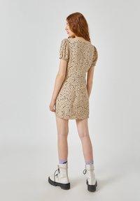 PULL&BEAR - Denní šaty - beige - 2