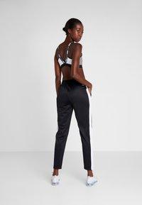 Fila - TRACK PANTS - Spodnie treningowe - black/bright white - 2