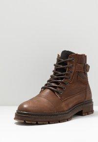 Bullboxer - Šněrovací kotníkové boty - brown - 2