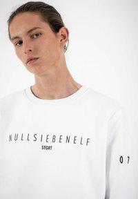 PLUSVIERNEUN - STUTTGART - Sweatshirt - white - 6