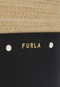 Furla - SHARE BUCKET BAG - Bolso de mano - deserto/nero - 4
