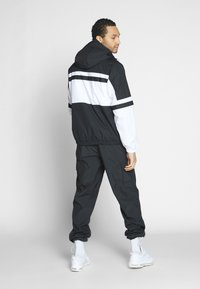 Nike Sportswear - M NSW NIKE AIR JKT WVN - Wiatrówka - white/black - 2