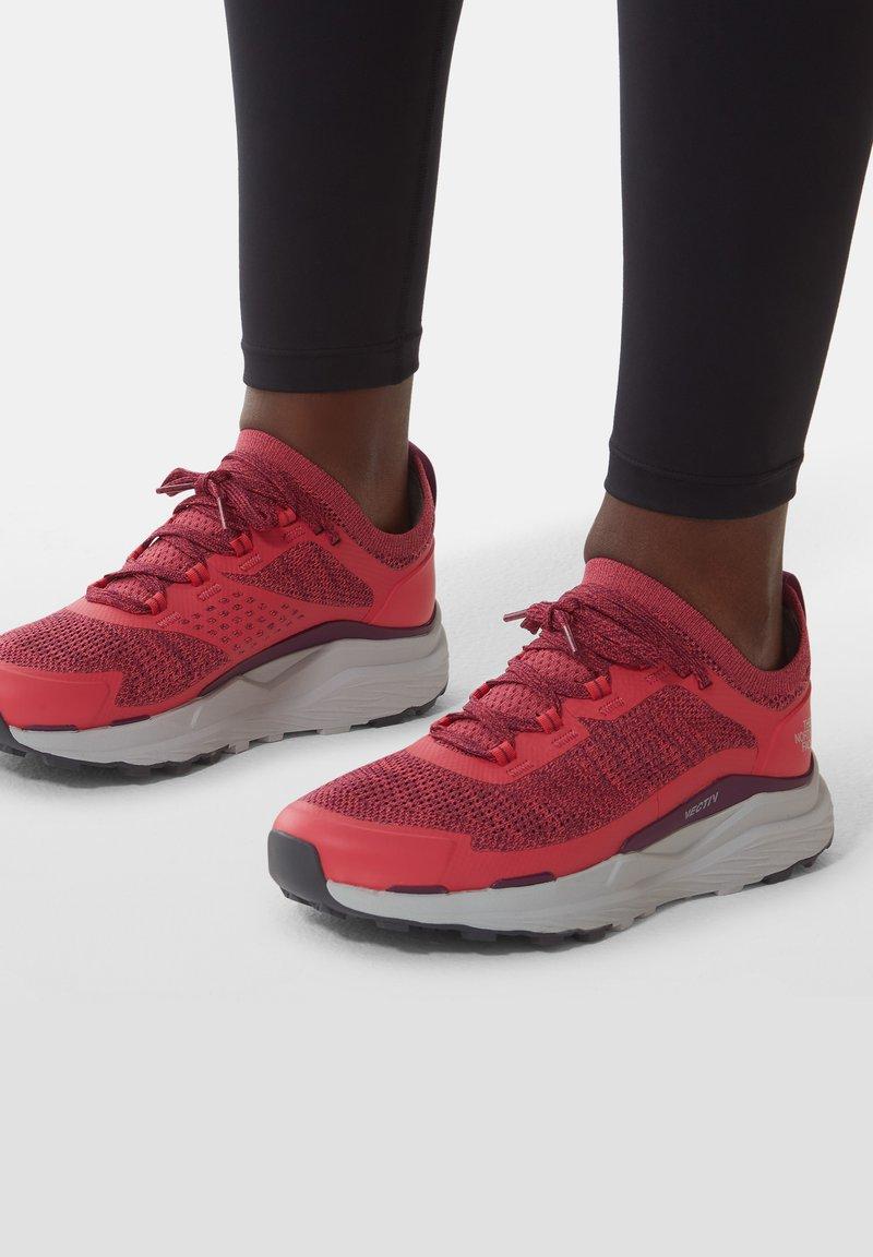 The North Face - VECTIV ESCAPE - Hiking shoes - paradisepnk/pamplonapurpl