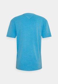 Tommy Jeans - PARROT GRAPHIC TEE - Triko spotiskem - frigid blue - 1