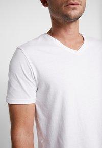 Pier One - 3 PACK  - T-shirt basic - white - 5