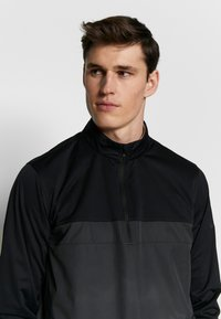 Nike Golf - SHIELD VICTORY HALF ZIP - Kurtka sportowa - black/smoke grey/black - 3