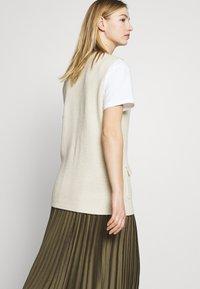 ONLY - ONLFLORELLE - Waistcoat - whitecap gray melange - 4