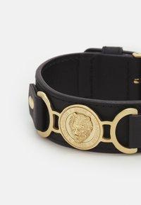 Guess - LION COIN WIDE BRACELET - Bracelet - gold/black - 2