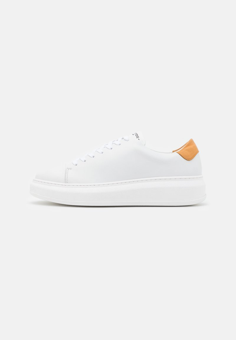 Sneaky Steve - AYANO - Trainers - white