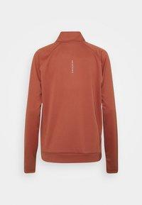 Nike Performance - RUN MIDLAYER - Camiseta de deporte - canyon rust/black - 8