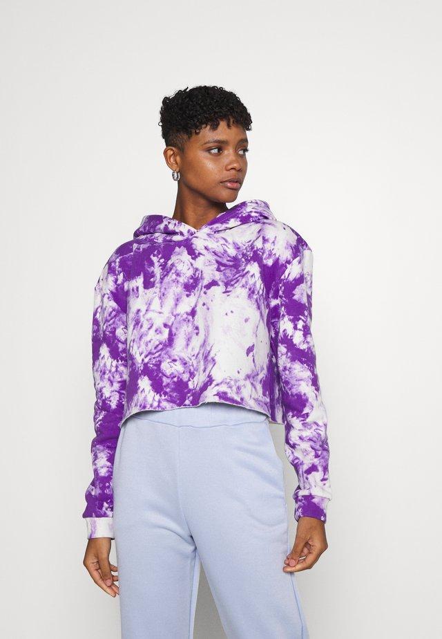 CLASSIC HOODIE - Jersey con capucha - white/purple