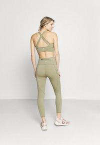Cotton On Body - ULTIMATE BOOTY 7/8 - Leggings - oregano - 2