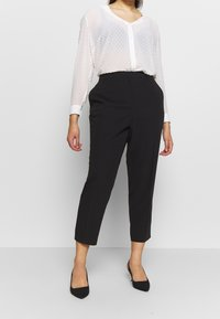 Dorothy Perkins Curve - ELASTIC BACK ANKLE GRAZER - Trousers - black - 0