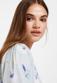 NA-KD - DEEP V MINI DRESS - Robe d'été - blue - 5