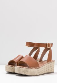 New Look Wide Fit - WIDE FIT POPPINS - Sandali con plateau - tan - 4