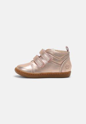 BOUBA PANAM - Baby shoes - cooper/pink