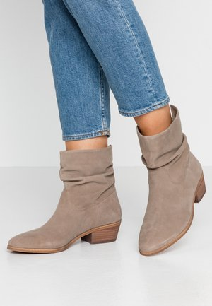 SHRAMMIE - Classic ankle boots - taupe