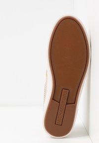 MICHAEL Michael Kors - KEATON STRIPE  - Sneakers laag - pale gold - 6