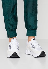 Nike Sportswear - RYZ - Sneakers laag - white/black/summit white/phantom - 0