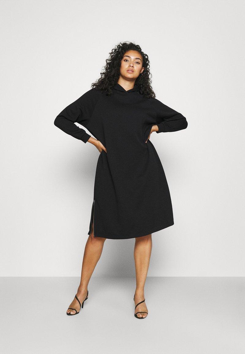Noisy May Curve - NMHELENE DRESS - Denní šaty - black