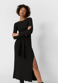 Stradivarius - MIT SCHLITZ  - Maxi dress - black - 0