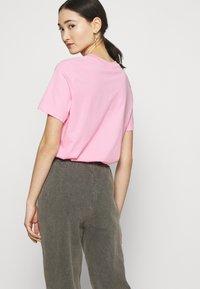 NEW girl ORDER - FLASH JOGGERS - Teplákové kalhoty - grey - 3