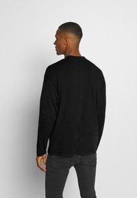 Jack & Jones - JORRAIL TEE HIGH NECK - Långärmad tröja - black - 2