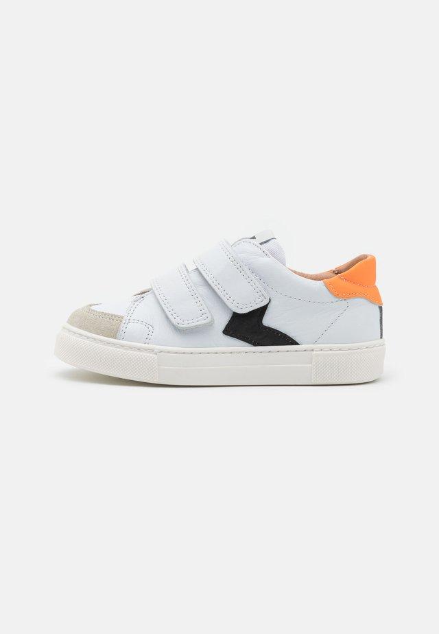 KARLO - Sneakers laag - white
