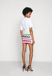 Fiorucci - LOGO SKIRT - Pencil skirt - white - 2