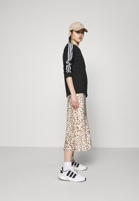 adidas Originals - Camiseta de manga larga - black - 1