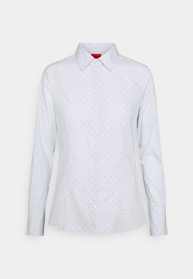 THE FITTED SHIRT - Košile - open blue